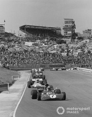 Jackie Stewart, Tyrrell 003, Denny Hulme, McLaren M19A