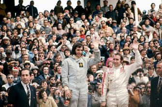 Podio: Emerson Fittipaldi, Lotus 72D-Ford, y tercer lugar Clay Regazzoni, Ferrari 312B2