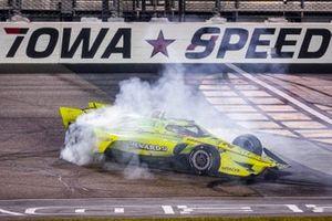Simon Pagenaud, Team Penske Chevrolet celebrates