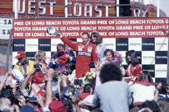 Niki Lauda, McLaren MP4/1B-Ford, al secondo posto Keke Rosberg, Williams, terzo posto Gilles Villeneuve, Ferrari, GP degli Stati Uniti del 1982