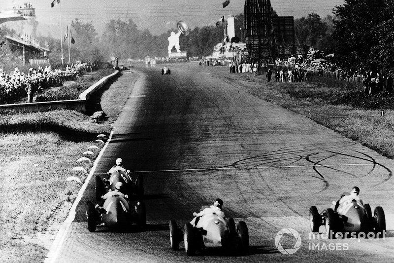 Giuseppe Farina, Ferrari 500 leads Alberto Ascari, Ferrari 500, Juan Manuel Fangio Maserati A6GCM and Onofre Marimon, Maserati A6GCM