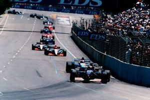 Heinz-Harald Frentzen, Sauber C14 Ford followed by Johnny Herbert, Benetton B195 Renault