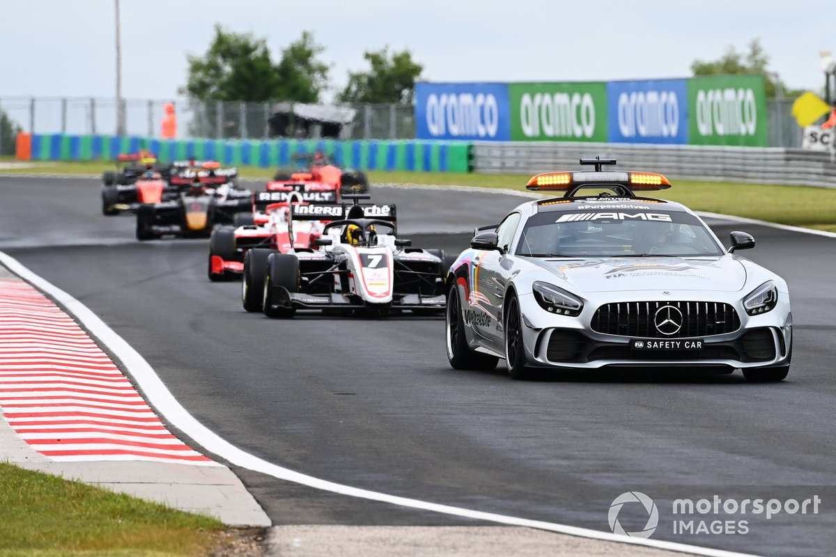 Safety-car davanti a Theo Pourchaire, ART Grand Prix