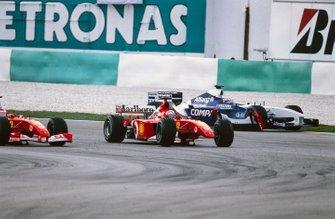 Michael Schumacher, Ferrari F2001, sans son aileron avant suite au contact avec Juan Pablo Montoya, Williams FW24 BMW
