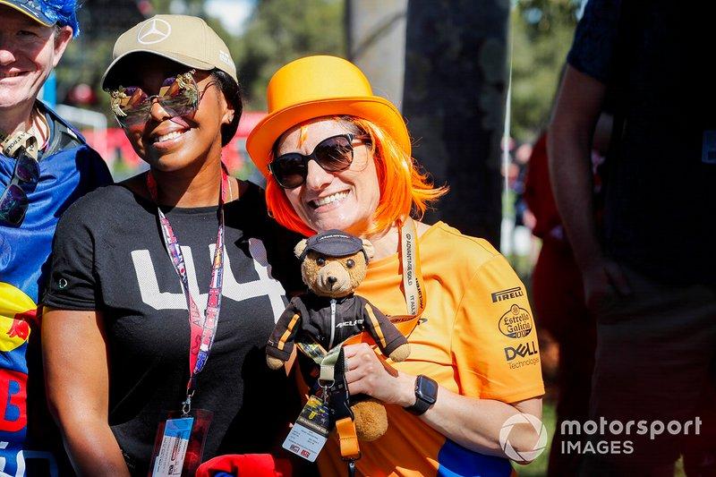Tifosi Mercedes e McLaren