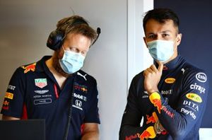 Alex Albon, Red Bull Racing talks with race engineer Mike Lugg