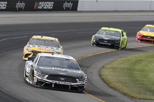 Aric Almirola, Stewart-Haas Racing, Ford Mustang Smithfield Vote For Bacon, Kyle Busch, Joe Gibbs Racing, Toyota Camry M&M's Mini's, Ryan Blaney, Team Penske, Ford Mustang Menards/Duracell