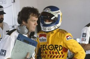 Keke Rosberg talks to Patrick Head