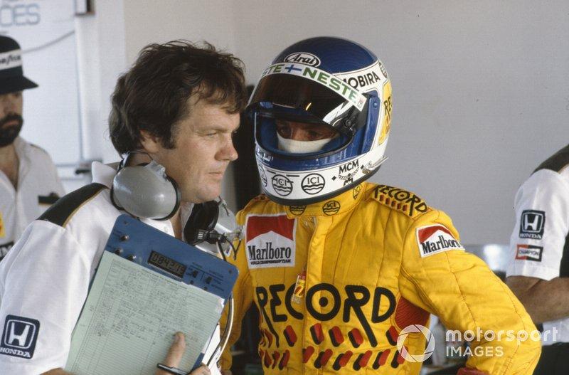Keke Rosberg talks to Patrick Head