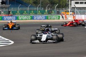 Daniil Kvyat, AlphaTauri AT01, Daniel Ricciardo, Renault F1 Team R.S.20, and Carlos Sainz Jr., McLaren MCL35