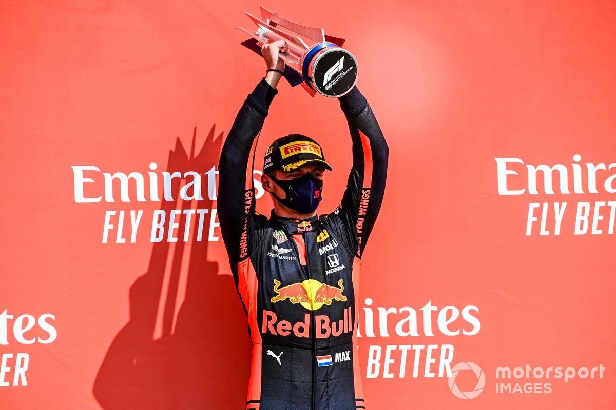 Podio: ganador de la carrera Max Verstappen, Red Bull