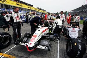 Jo Bauer, FIA Technical Delegate makes checks to the BAR Honda 007 of Jenson Button on the grid