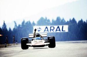 John Surtees, Surtees TS7 Ford, signals