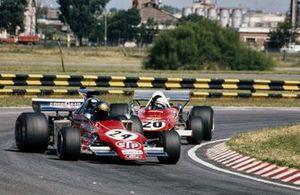 Jean-Pierre Jarier, March 721G Ford leads Arturo Merzario, Ferrari 312B2