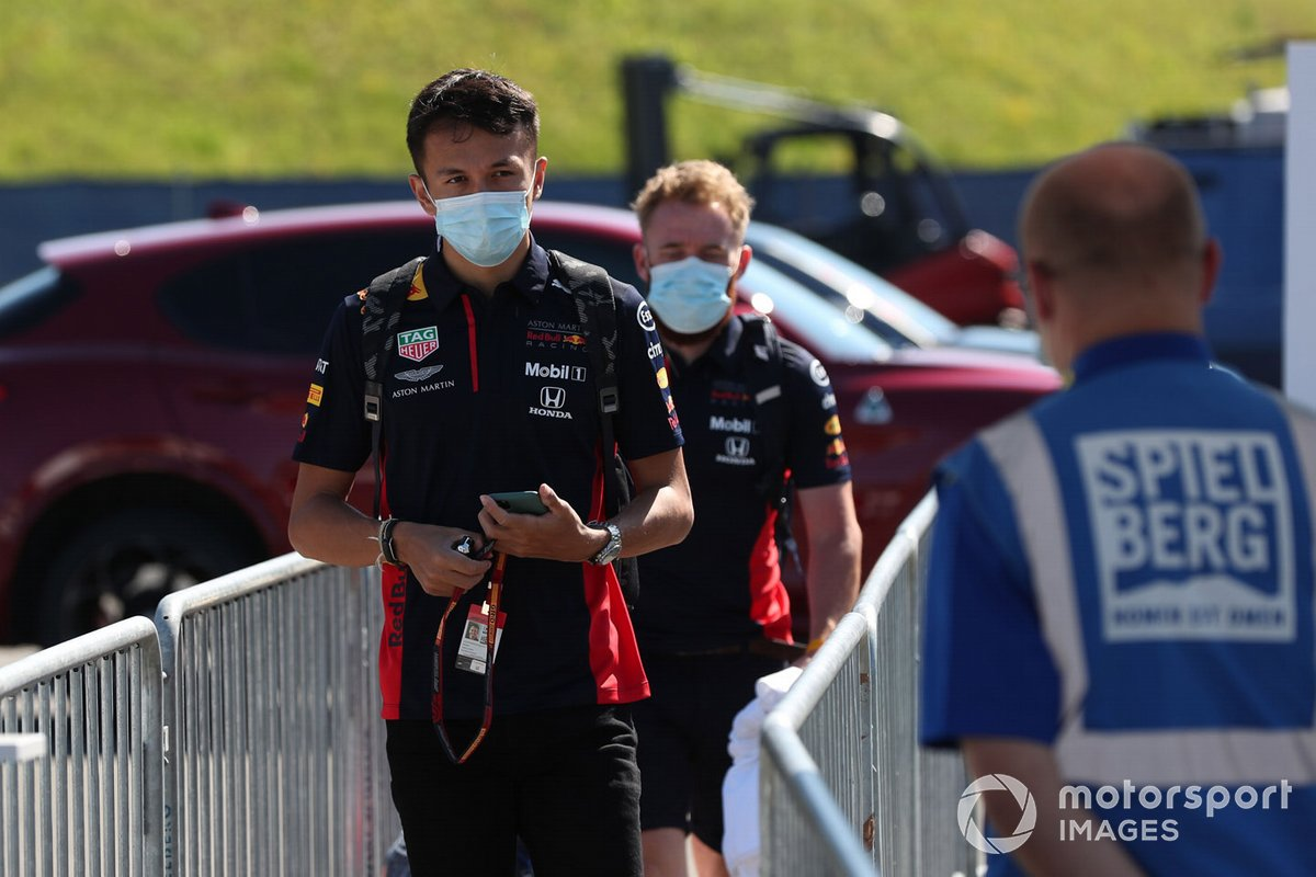 Alex Albon, Red Bull Racing arrive sur le circuit