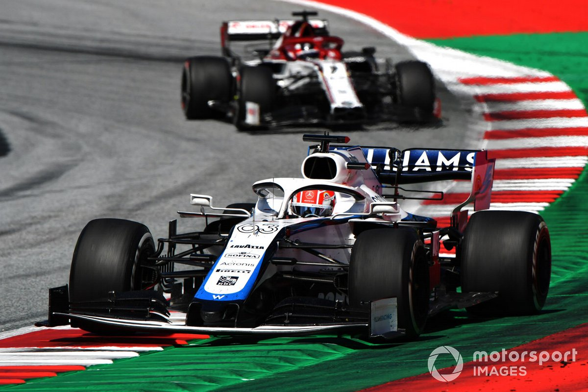George Russell, Williams FW43, precede Kimi Raikkonen, Alfa Romeo Racing C39