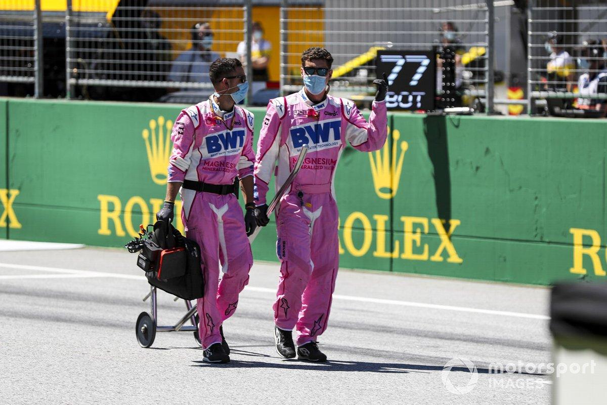 Механики Racing Point на стартовой прямой