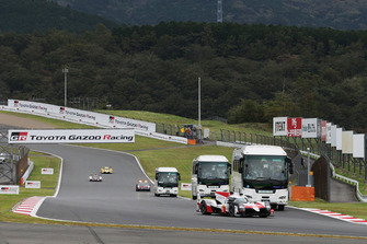 #8 Toyota Gazoo Racing Toyota TS050: Sebastien Buemi, Kazuki Nakajima, Fernando Alonso, with circuit safari buses