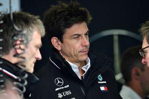 Технический директор Mercedes AMG F1 Джеймс Эллисон и руководитель команды Тото Вольф
