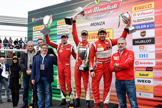 Maurizio Arrivabene, Managing Director Gestione Sportiva, Ferrari, Louis Camilleri, Chief Executive Officer, Ferrari, Enrico Galliera, Chief Marketing and Commericial Officer, Ferrari, Antonello Coletta, Capo delle Attività Sportive GT, Ferrari, sul podio del Trofeo Pirelli