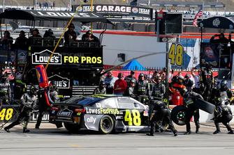 Jimmie Johnson, Hendrick Motorsports, Chevrolet Camaro Lowe's pit stop