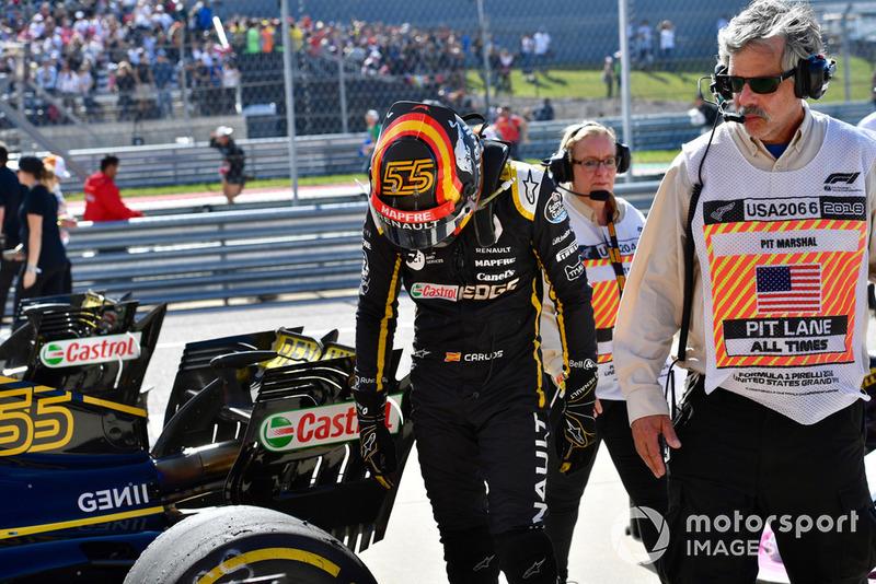 Carlos Sainz Jr., Renault Sport F1 Team R.S. 18 dans le parc fermé