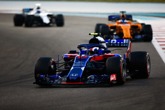 Pierre Gasly, Scuderia Toro Rosso STR13 leads Fernando Alonso, McLaren MCL33 and Lance Stroll, Williams FW41