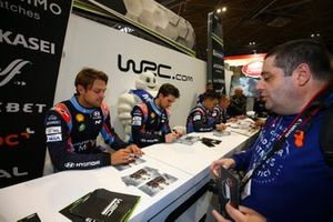 Andreas Mikkelsen and WRC colleagues sign autographs