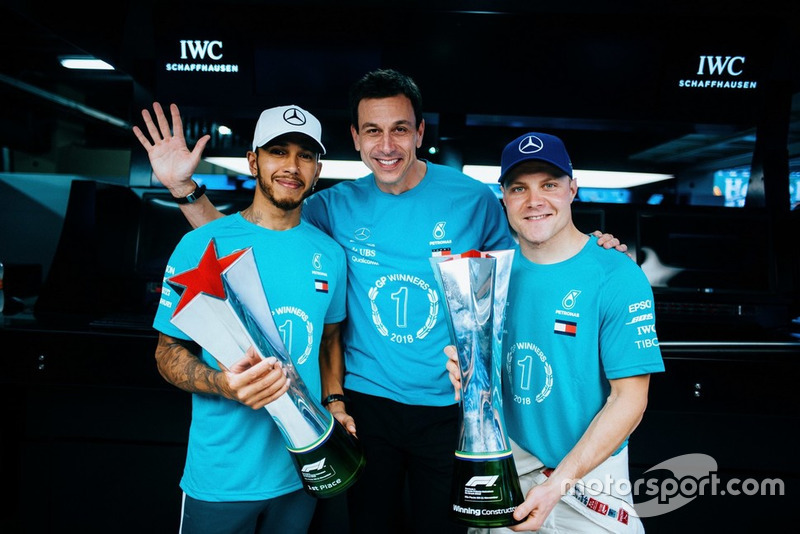 Lewis Hamilton, Valtteri Bottas, Toto Wolff, Mercedes AMG F1