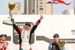 Podio: il vincitore della gara Mehdi Bennani, Sébastien Loeb Racing, il secondo classificato Aurélien Comte, DG Sport Competition, il terzo classificato Nathanaël Berthon, Comtoyou Racing