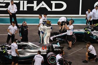 Pole sitter Lewis Hamilton, Mercedes-AMG F1 W09 celebrates in Parc Ferme with Valtteri Bottas, Mercedes AMG F1