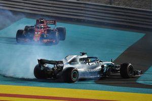 Il vincitore della gara Lewis Hamilton, Mercedes AMG F1 W09, il secondo classificato Sebastian Vettel, Ferrari