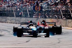 Michael Schumacher, Benetton B195 Renault, Jean Alesi, Ferrari 412T2, kaza sonrası