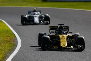 Nico Hülkenberg, Renault Sport F1 Team R.S. 18, za nim Charles Leclerc, Sauber C37