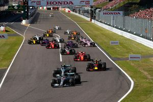 Lewis Hamilton, Mercedes AMG F1 W09, precede Valtteri Bottas, Mercedes AMG F1 W09, Max Verstappen, Red Bull Racing RB14, Kimi Raikkonen, Ferrari SF71H, Romain Grosjean, Haas F1 Team VF-18, alla partenza