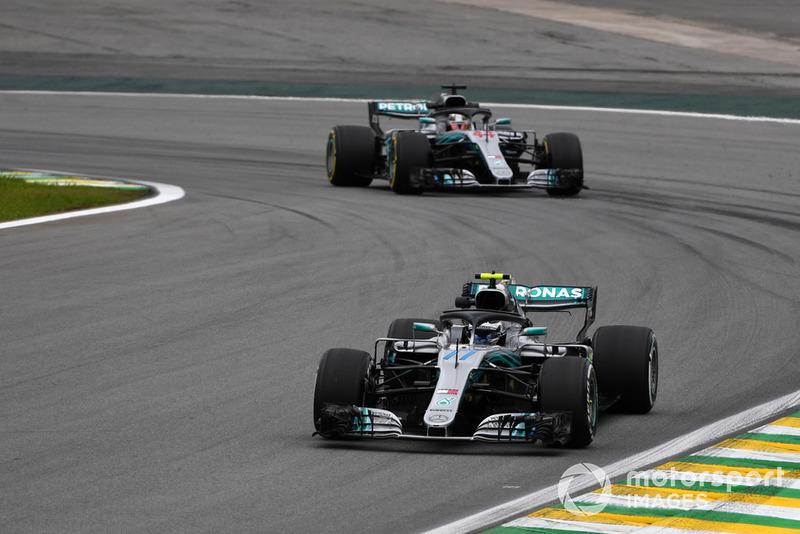 Valtteri Bottas, Mercedes-AMG F1 W09 leads Lewis Hamilton, Mercedes-AMG F1 W09