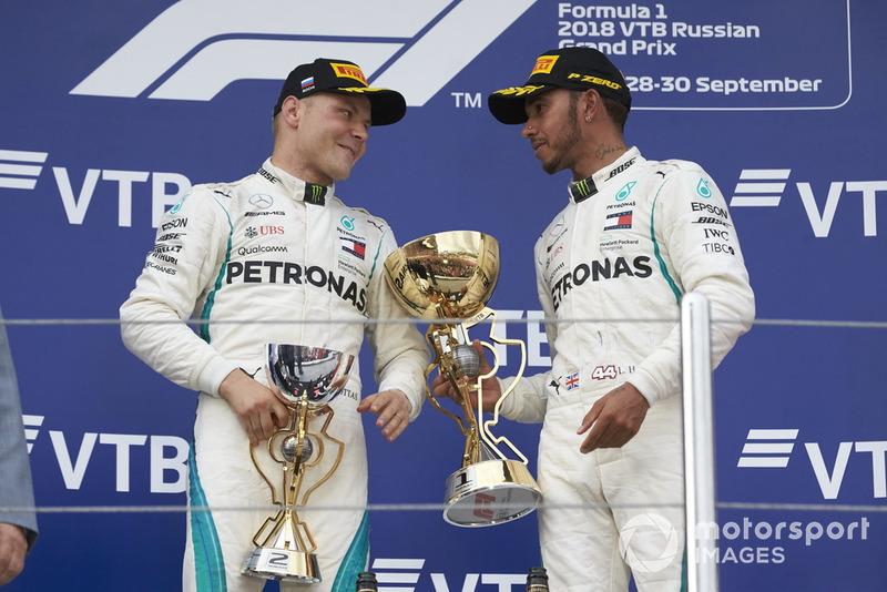 Podio: ganador de la carrera Lewis Hamilton, Mercedes AMG F1 y el segundo lugar Valtteri Bottas, Mercedes AMG F1