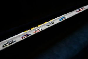 Kurt Busch, Stewart-Haas Racing, Ford Fusion Monster Energy / Haas Automation e Denny Hamlin, Joe Gibbs Racing, Toyota Camry FedEx Express