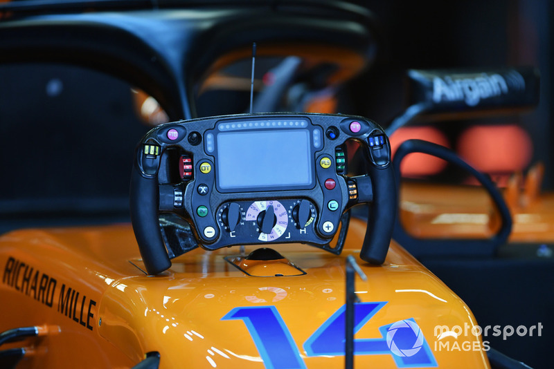 McLaren MCL33 steering wheel