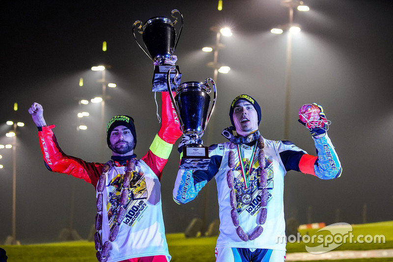 Mattia Pasini y Lorenzo Baldassarri celebran