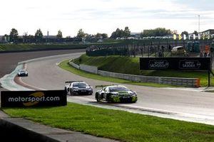 #4 Phoenix Racing Audi R8 LMS: Jusuf Owega, Patric Niederhauser
