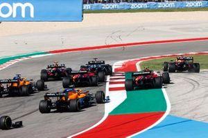 Lewis Hamilton, Mercedes W12, Max Verstappen, Red Bull Racing RB16B, Sergio Perez, Red Bull Racing RB16B, Charles Leclerc, Ferrari SF21, Carlos Sainz Jr, Ferrari SF21, Daniel Ricciardo, McLaren MCL35M e Lando Norris, McLaren MCL35M, alla partenza
