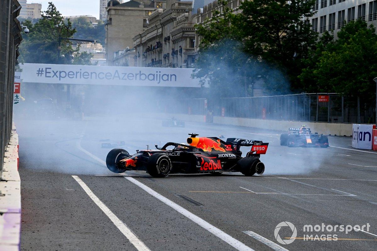 Choque de Max Verstappen, Red Bull Racing que se retira tras un pinchazo en un neumático