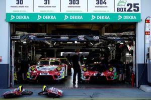 #30 Frikadelli Racing Team Porsche 911 GT3 R: Mathieu Jaminet, Nick Tandy, Earl Bamber, Matt Campell, #31 Frikadelli Racing Team Porsche 911 GT3 R: Patrick Pilet, Frederic Makowiecki, Maxime Martin, Dennis Olsen
