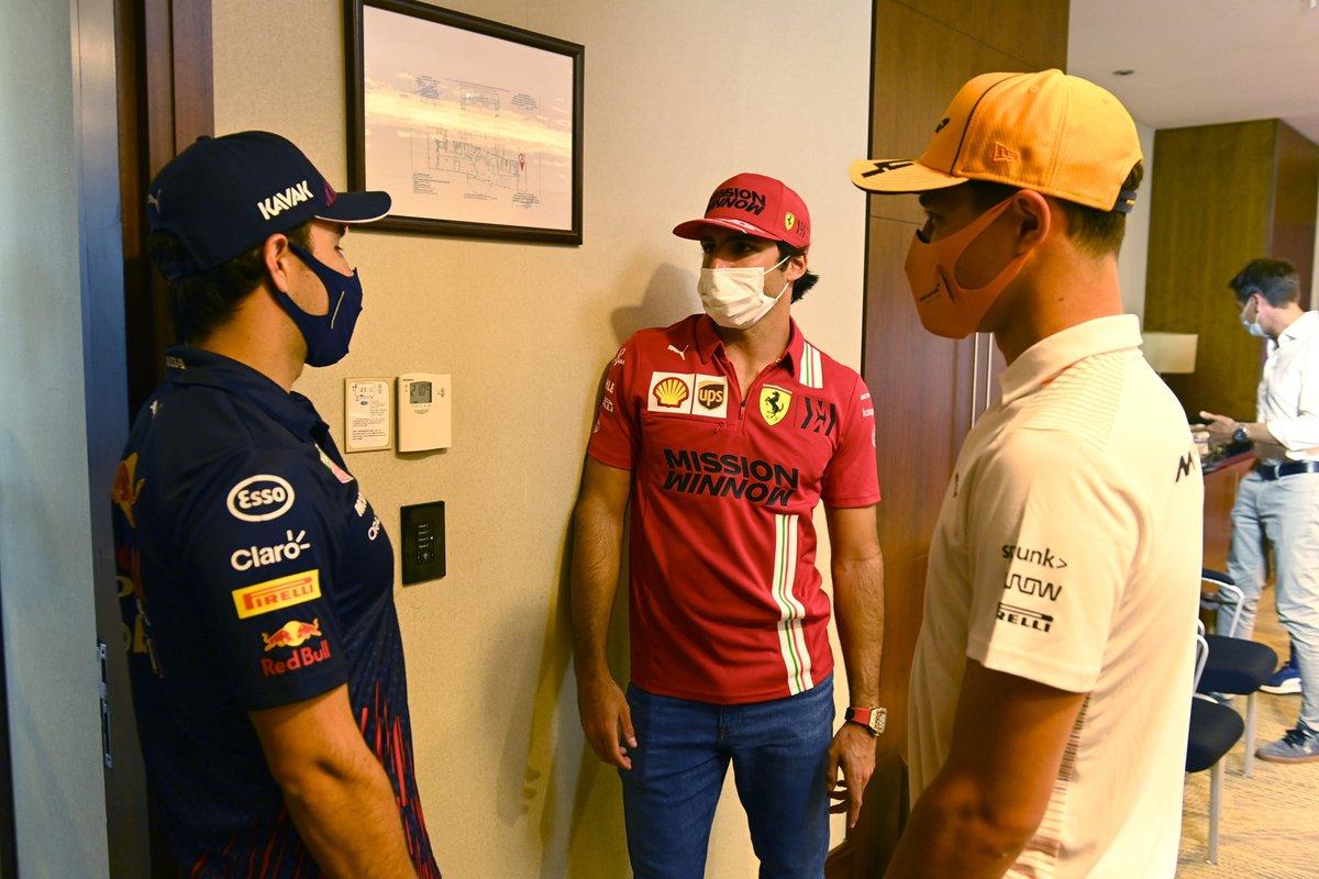Sergio Perez, Red Bull Racing, Carlos Sainz Jr., Ferrari y Lando Norris, McLaren