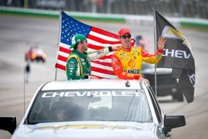 Joey Logano, Team Penske, Ford Mustang Shell Pennzoil, Chase Briscoe, Stewart-Haas Racing, Ford Mustang One Cure