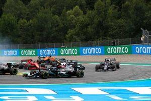 Valtteri Bottas, Mercedes W12, Yuki Tsunoda, AlphaTauri AT02, Pierre Gasly, AlphaTauri AT02, en Charles Leclerc, Ferrari SF21