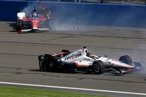 Crash: Will Power, Team Penske Chevrolet, Takuma Sato, A. J. Foyt Enterprises Honda