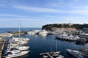 Una vista sul porto di Monaco