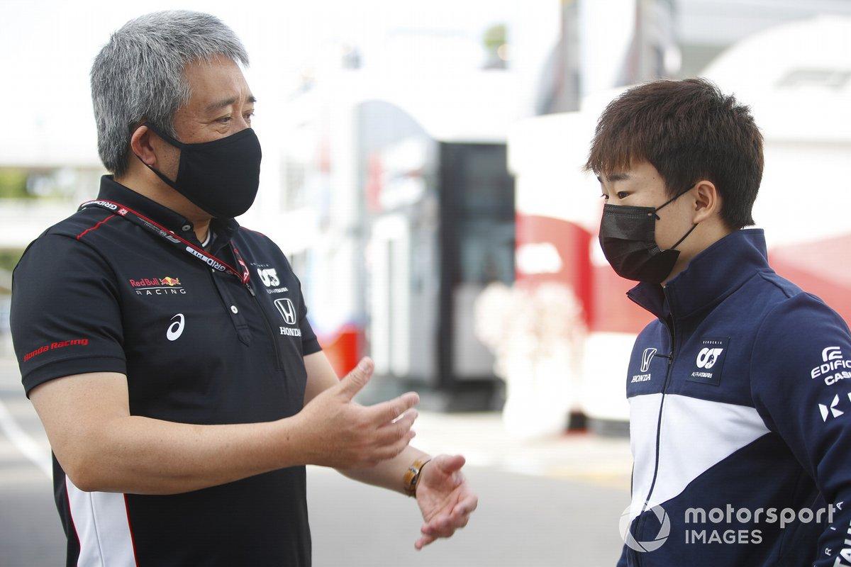 Yuki Tsunoda, AlphaTauri AT02 e Masashi Yamamoto, General Manager, Honda Motorsport